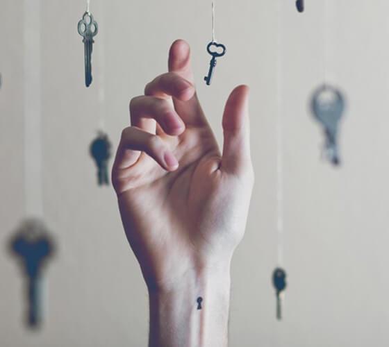Pequenas tatuagens em fundos paralelos