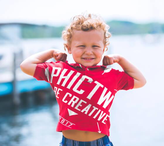 Mockup camiseta infantil