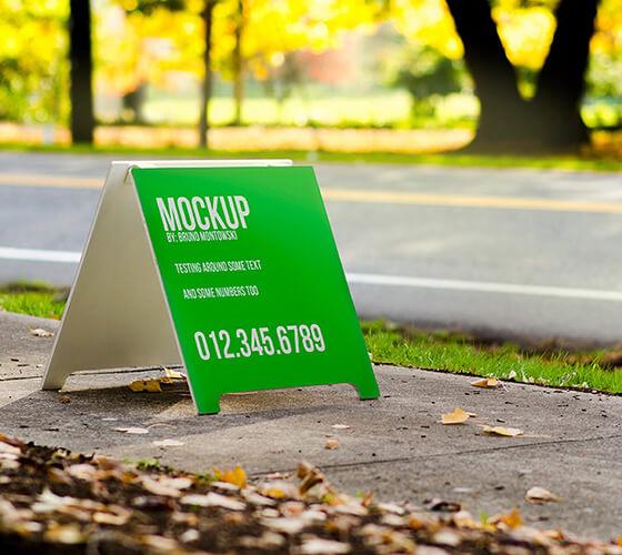 Mockup Placa para calçada
