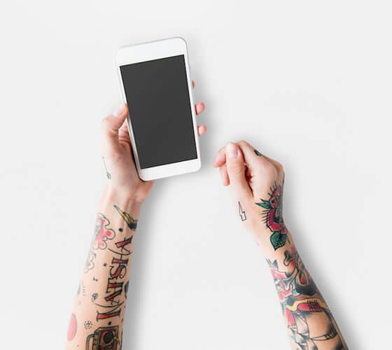 Mockup smartphone na mão #2